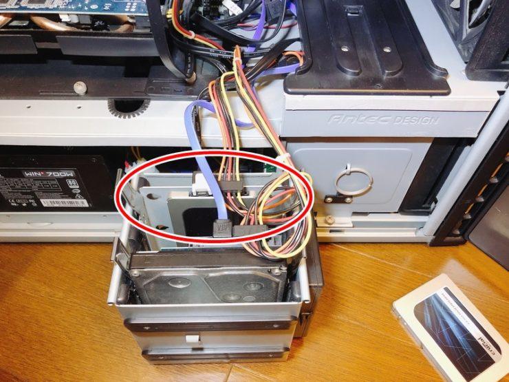 新しいSSDをセットする